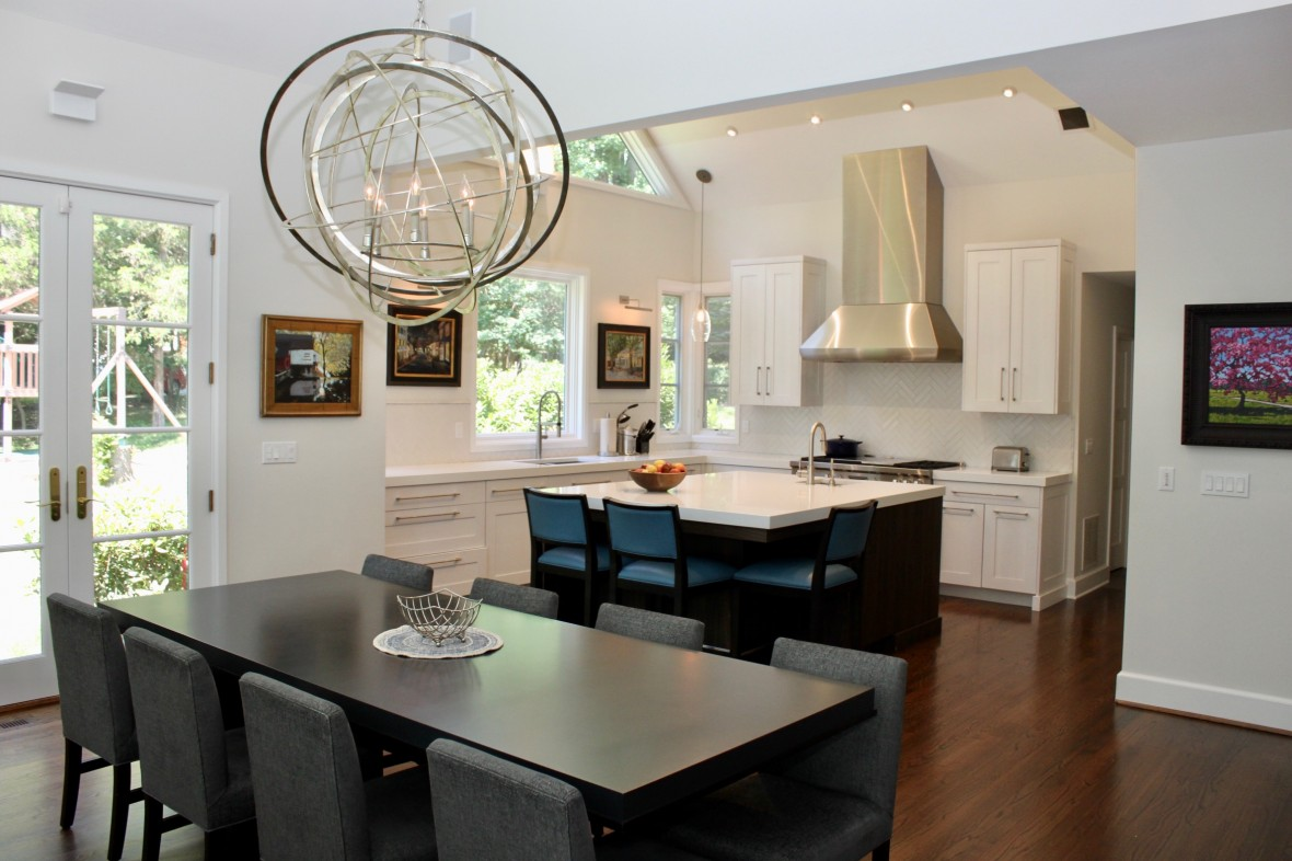 Dual Dining Areas Combine Functionality and Livability